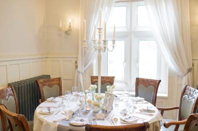 Classic styling at Berwick Lodge- Elizabeth Weddings