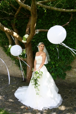 Beneath the Wishing Tree at Walton Castle- styling by Elizabeth Weddings